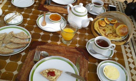 Dar Zemora: Le copieux petit déjeuner