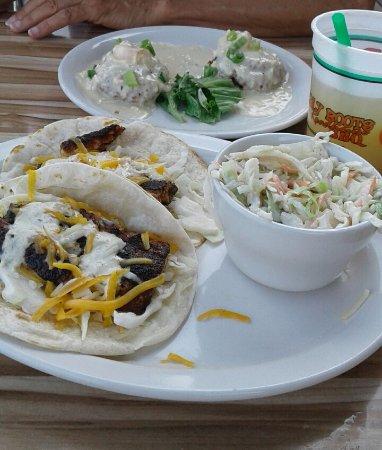 Shorty Pants Lounge and Marina: Our crab cakes and mahi tacos...mmmm