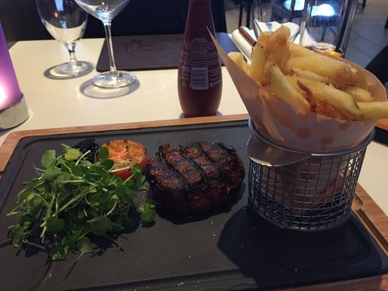Crowne Plaza Manchester Airport: Steak & chips