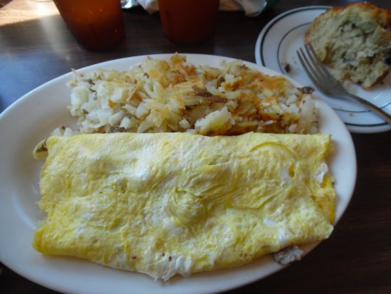 Thompsonville, MI: Swiss/sausage omelette ,hash browns & Blueberry muffin