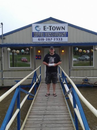 Elizabethtown, IL: My fiance in front of the restaurant
