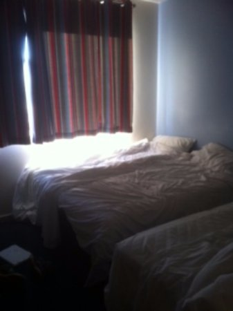 Travelodge Aldershot Hotel: our room @5:00am - a rare moment of British sunshine, fitted curtains/blackout blinds needed!