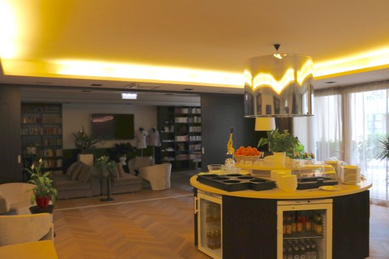 Steindorf, Austria: Lobby with additional drinks and food