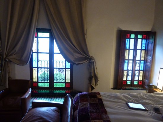 Riad Laaroussa Hotel and Spa: Bedroom looking into courtyard