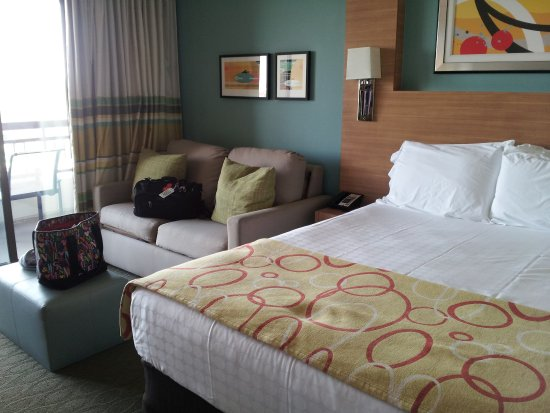 Bay Lake Tower at Disney's Contemporary Resort: Studio queen bed and sleeper sofa