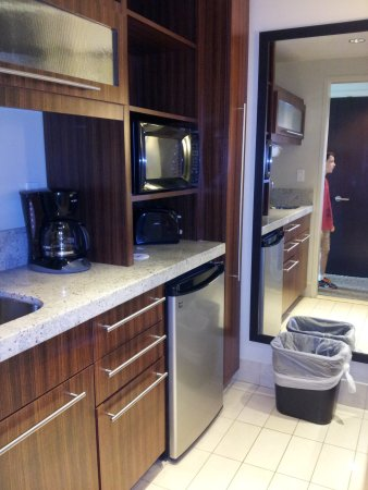 Bay Lake Tower at Disney's Contemporary Resort: Kitchenette area