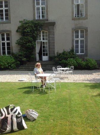 Le Valmarin : Relaxing in the beautiful garden