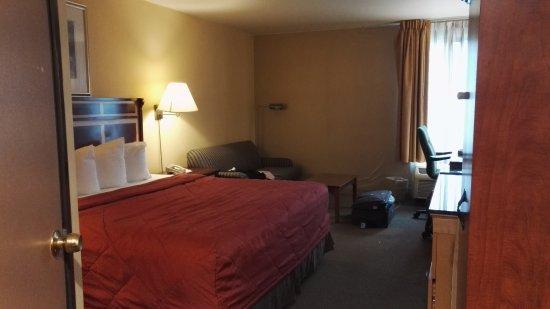 Commerce, CA: matelas très confortable, grande chambre,