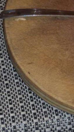 Ossona, Italia: Formiche sul Tagliere di una pizza Poca sicurezza presa con fili scoperti Rischio Alto