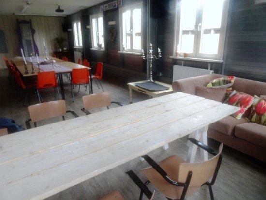 Lekkerkerk, Nederland: Binnen grote tafels
