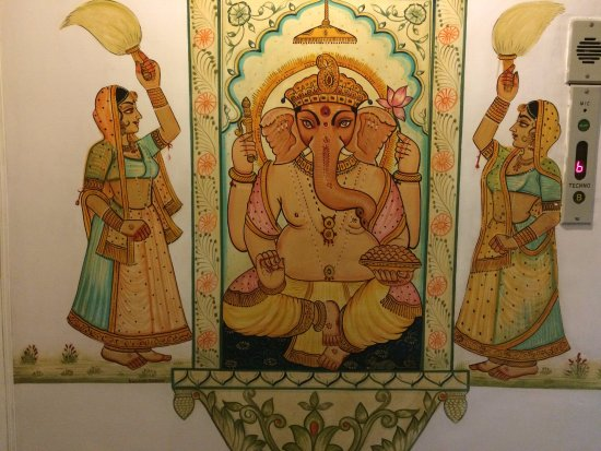 Mewar Haveli Roof Top Restaurant: a painting on the restaurant wall
