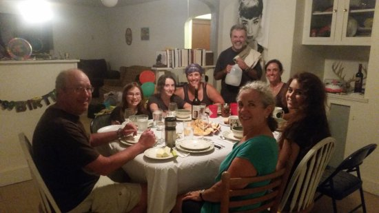 Paw Paw, Virginia Occidentale: happy guests, good food!