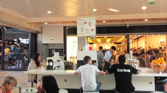 Goutons Le Snack Au Milieu De La Galerie Auchan