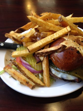 505 Burgers : Belen burger customized with a big Hatch green chile and provolone cheese.