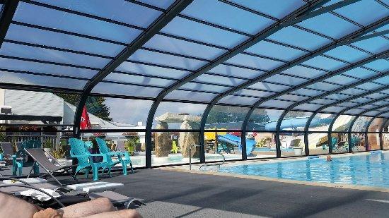 La piscine couverte et chauff e picture of keravel - Camping erdeven avec piscine couverte ...