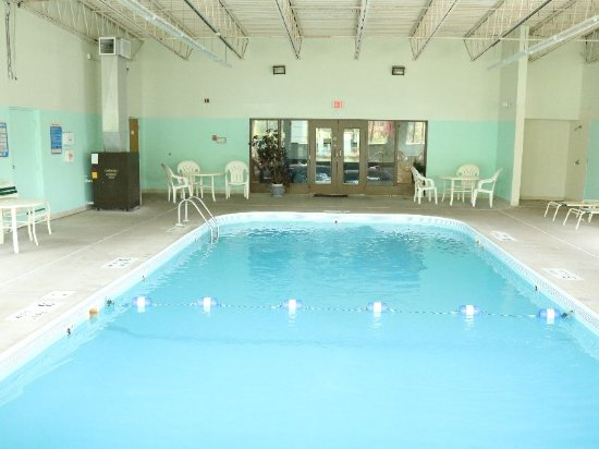 Super 8 Plattsburgh: Indoor Pool