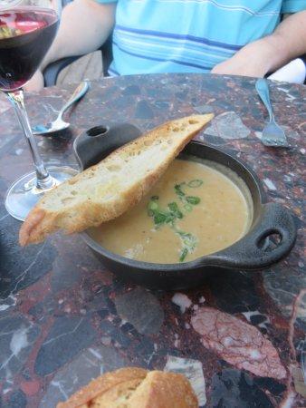Les Tetes de Cochon : soupe au celeri rave et fromage de chèvre