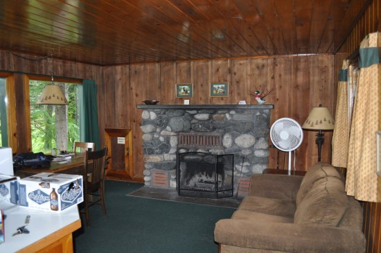 Wallowa Lake Lodge: The fireplace in Fir Cabin. A great place to spend a quiet evening