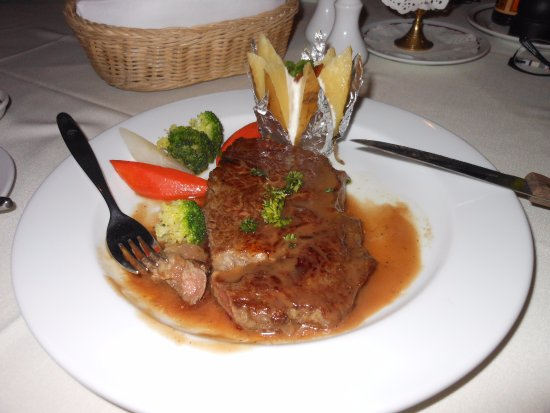 Patong Resort: Appetizer, Salad, Main course, Dessert AND cocktails for less than $50USD !! Unbelievable!