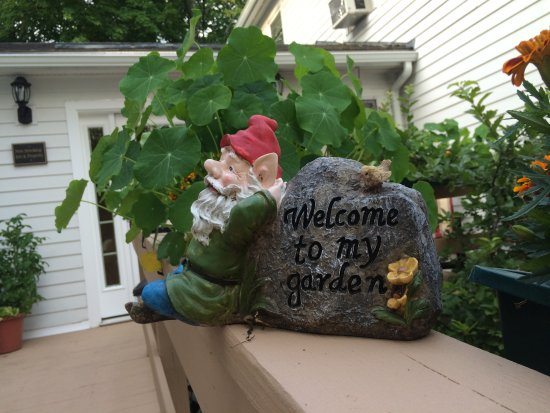 Captain Swift Inn: Welcome to the garden