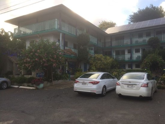 Garden Island Inn Hotel: View from front of hotel