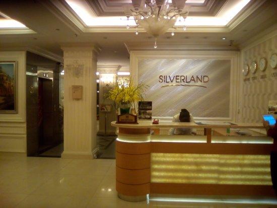 Silverland Hotel & Spa: フロント