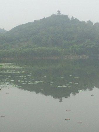 Pengze County, China: 裏には湖がある