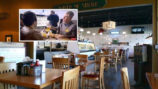 Captain Jim's Seafood Market Restaurant: Dining room