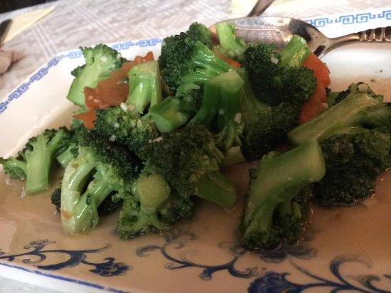 Yuan Ming Yuan: Fried Broccoli with garlic