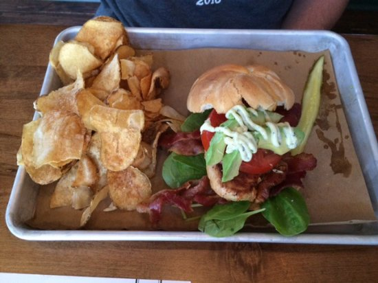 Murfreesboro, TN: California sandwich with avocado and chips