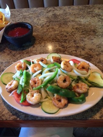 Murfreesboro, TN: Fresh Salad with lots of shrimp