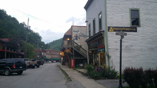 Matewan, WV: Hatfield-McCoy Resort