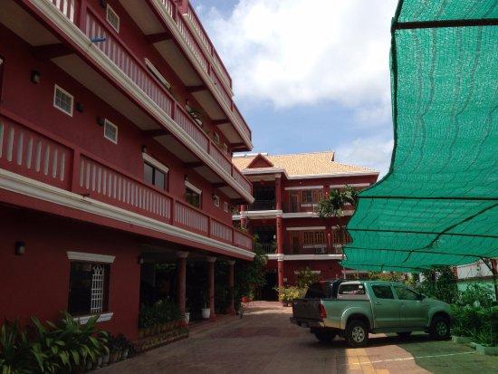 Botoum Hotel Image