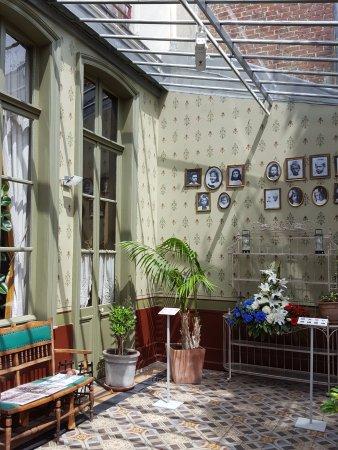 entre maison et jardin - Picture of Le Musee de la Maison Natale de ...