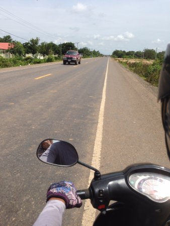 Banteay Meanchey Province, Καμπότζη: 舗装道路に感激