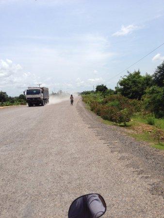 Banteay Meanchey Province, Καμπότζη: バンテアイチュマール付近はまだ未舗装