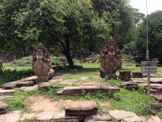 バンテイメンチェイ州, カンボジア, ナーガがお出迎え