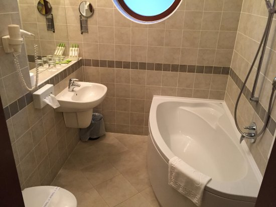 Vecses, Hungary: Bath in King room