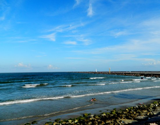 Surfside Beach, Техас: View of the jetty from Parking Lot