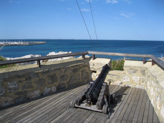 The Fremantle Round House: the cannon