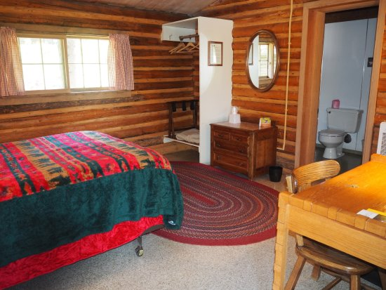 Colter Bay Village: Interior cabin 831