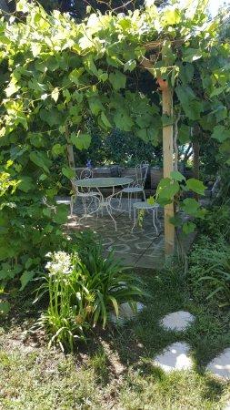 Meynes, France : Vues exterieures