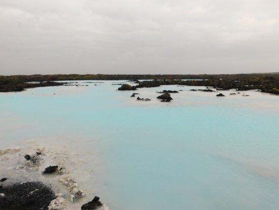 """Grindavik, Island: vor der blauen Lagune sind noch viele weitere solcher """"Teiche"""""""