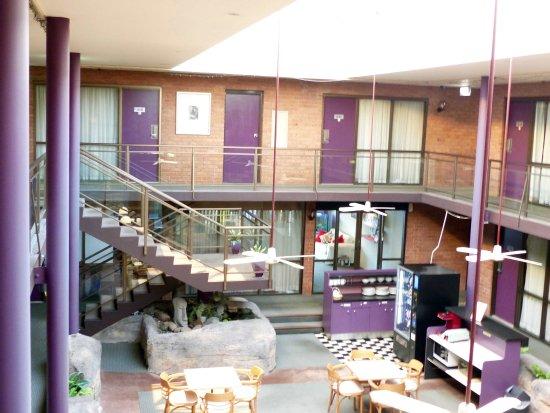 Garden Lodge Sydney : Dining section in atrium
