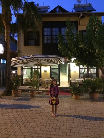 Villa DanLin Hotel: It is really cute, clean hotel. İn the center of Göcek. Breakfast is good, service and owner rec