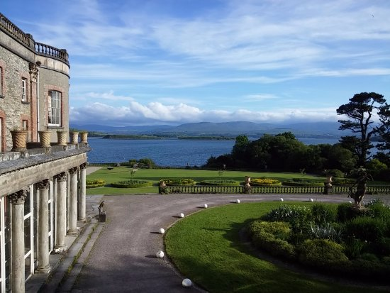 Bantry House B&B: Looking out to Bantry Bay