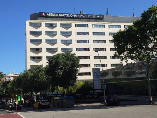 Aparthotel Atenea: ホテルの外観