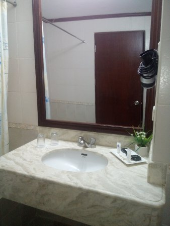 Vista Marina Hotel and Resort: Bathroom
