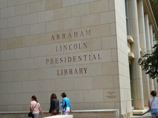 Biblioteka Prezydencka i Muzeum Abrahama Lincolna: Gmach biblioteki
