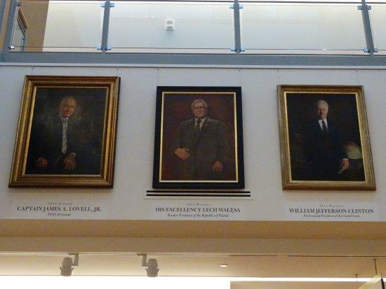 Biblioteka Prezydencka i Muzeum Abrahama Lincolna: W środku obraz olejny z portretem Prezydenta RP Lecha Wałęsy